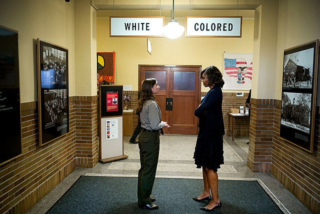 640px-Michelle_Obama_tours_the_Brown_v_Board_of_Education_National_Historic_Site
